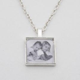 Foto hanger zilver kleurig vierkant met 50cm schakelketting