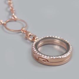 Glazen medaillon rond met steentjes rosé